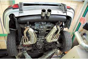 Один из этапов контроля качества – испытания на собственных тестовых автомобилях Porsche.