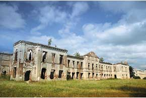 Большинство исторических объектов Изяслава сегодня пребывают в удручающем состоянии. Но представление о былом величии зданий и лучших временах города получить можно.