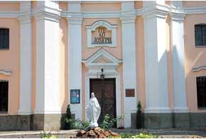 Костел миссионеров Святого Иосифа считается самым ярким примером архитектуры барокко на Волыни.