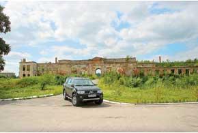 На местных дорогах был уместен наш крепкий внедорожник Mitsubishi Pajero Sport.