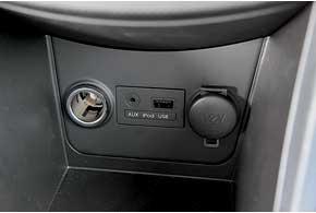 Неожиданность для машины такого ценового диапазона – наличие аудиосистемы с интегрированным входом для цифровых носителей и управление аудиосистемой на руле.