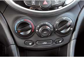 Кондиционер есть даже в самом простом Accent. Климат-контроль доступен только для топ-версии 1,6 л с автоматической КП.