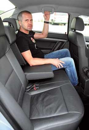 Автомобиль – безоговорочно пятиместный. Отделка сидений – велюр, кожа иликомбинация этих двух материалов.