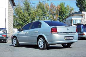 Высокая коррозионная стойкость кузова Vectra C обусловлена оцинковкой и качественным лакокрасочным покрытием.