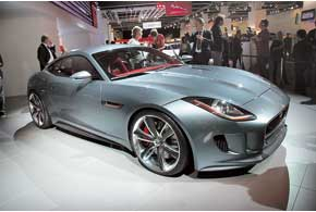 Jaguar C-X16 оснащен 381-сильным 3,0-литровым V6 и вспомогательным электромотором.