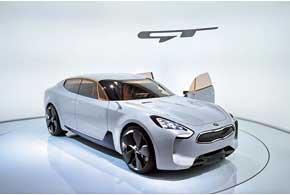 Kia GT оборудован 3,3-литровым турбированным V6, 8-ступенчатым «автоматом» и задним приводом.