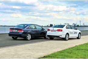 Хотя Volkswagen почти на 10 см длиннее, салон Honda просторнее. Причина – преимущество в размере колесной базы. Зато немецкая машина обладает ощутимо более вместительным багажным отделением.