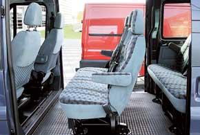 В зависимости от модификации Transit боковая сдвижная дверь может быть как содной стороны, так и с двух.