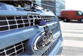 И на обновленном Ford Transit открыть капот можно только с помощью  ключа.