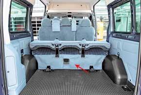 При необходимости, задний ряд сидений можно сложить илисовсем демонтировать, что лучше делать вдвоем, так как  галерка  весит 77 кг. В этом случае объем грузового отсека возрастет до7000 л.