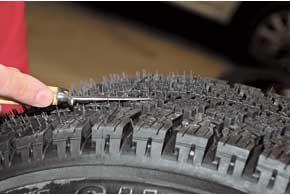 На «стрижку» белорусской шины троим испытателям потребовалось около часа.