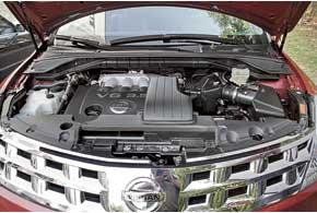 Для Murano предлагался всего один силовой агрегат – бензиновый V6 объемом 3,5 л и одна КП – бесступенчатый вариаторCVT.