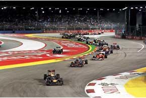 Вопреки прогнозам – на первом круге гонки сейфити-кар непоявился – впрочем, без него гонка не обошлась. Как всегда бывает в Сингапуре...