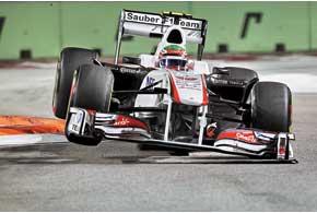Несмотря на столкновение с Шумахером, Серхио Перес сумел закончить гонку – и не просто закончить, а финишировать взачетной зоне.