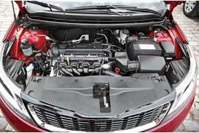 По капотом могут располагаться бензиновые моторы 1,4 л (107л.с.) или 1,6 л (123л.с.) (на фото), работающие в паре с5-ступенчатой «механикой» или 4-ступенчатым «автоматом».