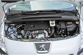 Системы Stop&Start и рекуперации энергии подняли цену авто посравнению с3008-м спрежним мотором на $600. Нообещанная экономия топлива должна окупить разницу.