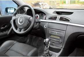 У Laguna до 2005 г. могут скрипеть пластиковые детали салона ипередние сиденья; во всех авто отмечены проблемы с электрооборудованием и обзорностью.