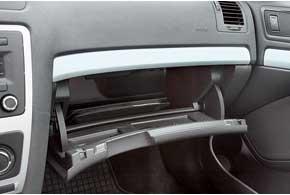 Перчаточный ящик Octavia также вместителен, за доплату доступна функция охлаждения.