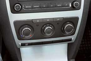 Базовая Skoda Octavia – с кондиционером. Для нее также возможна установка двухзонного климат-контроля, закоторый необходимо будет доплатить 875долларов.