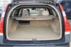 По объему багажник «шведа» один изнаибольших среди конкурентов. Еще одно преимущество– при складывании задних сидений получается ровная грузовая площадка.