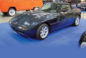 Двухместный BMW Z1 с легким пластиковым кузовом был изготовлен тиражом всего  8000 экземпляров.