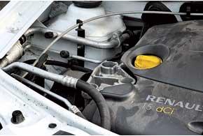 Трубка низкого давления «кондишена» Dacia часто резонирует – решает проблему установка специального балансирного грузика.