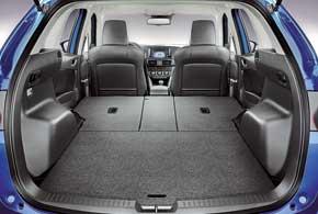 У CX-5 вместительный 500-литровый багажник. Спинки задних сидений складываются в пропорции 40:20:40.