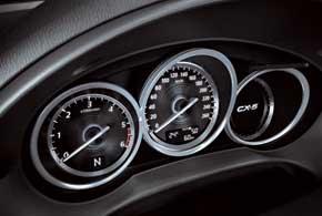 В стиле оформления салона и комбинации приборов сильны «гены» старшей модели Mazda CX-7.