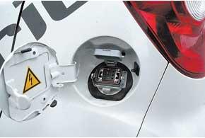 Степень зарядки батарей отображается впонятном для каждого водителя виде.