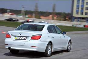 Наибольшее распространение у нас получили версии склассическим кузовом седан. Найти 5-дверные универсалы Touring трудно.