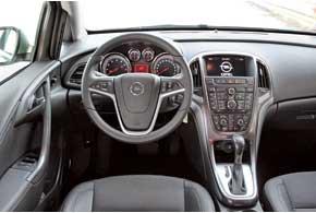 В плане красоты и эргономики передней панели конструкторы новой машины сделали заметный шаг вперед. Часть кнопок отвечает за навигацию.