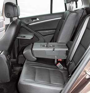 Сиденья заднего ряда можно   сдвигать , увеличивая объем багажника. Пассажиры галерки могут воспользоваться  откидными столиками, широким подлокотником ишестью подстаканниками.