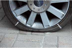 Метки на колесе позволяют помнить об опасной зоне деформации покрышки.