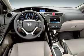 У автомобиля – полностью новые панель приборов ицентральная консоль.