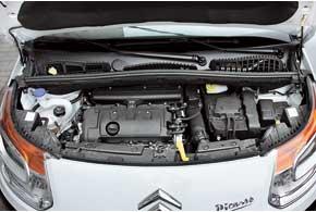 Двигатель объемом 1,6 литра можно увидеть и под капотом «старшего» С4 Picasso/Grande Picasso. Турбированные версии – прерогатива DS3 и DS3 Racing.