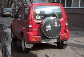 На дверях первых Jimny могут быть очаги ржавчины. Чаще – на двери багажника.