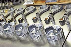 После полного цикла теста двигатель разбирают до винтика и обмеряют степень износа каждой детали.