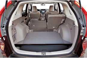 Если сложить второй ряд сидений, объем багажного отделения увеличится с1053 л