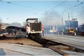 Современные дороги строятся современной техникой. Надеемся, все стандарты строительства соблюдены. Иначе дорог надолго не хватит.