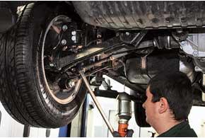 На СТО «Автотрейдинг-Харьков» мы готовились к зиме – установили на авто зимнюю резину и обследовали Tucson по зимней программе «Сервисная акция 2012».