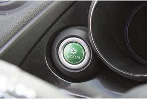 Можно просто нажать кнопку Econ, и машина принудительно перейдет в режим экономичной езды.