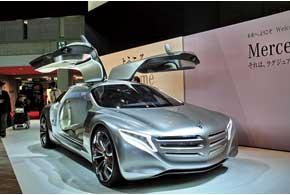 Mercedes-Benz привез на суд японского потребителя концептуальный хэтчбек F125 на топливных элементах.