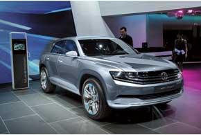 Объявленный концептом гибрид Cross Coupe выглядит как предсерийный прототип (2,7 л/100км, 7 секунд до «сотни»).