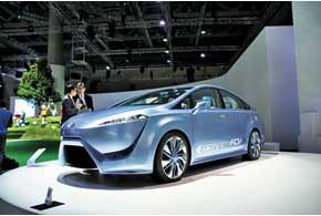 Такой автомобиль на топливных ячейках (водороде), как Toyota FCV-R, может быть серийным уже в 2015 году.