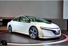 Только на электроприводе Honda AC-X сможет проехать 50 км. Суммарный пробег в гибридном режиме – более 1000 км.