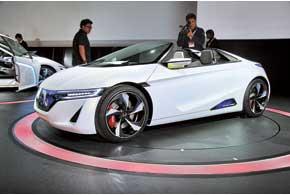 Концепт EV-Ster, который может стать заменой Honda S2000, вместо руля управляется джойстиками.