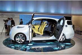Nissan Townpod– прообраз грузопассажирского фургона будущего. Трансформация салона позволит перевозить пассажиров или любые грузы.