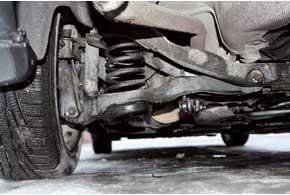 Характерное слабое место задней подвески Mazda – поперечные рычаги, сайлент-блоки которых на наших дорогах служат около 40тыс.км.