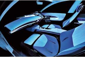 На стоянке или в режиме «автопилота» водитель и пассажиры могут расслабиться в анатомических креслах свыдвижными подушками для ног.