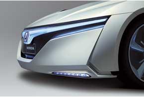 Активный передний бампер помогает экономить топливо набольших скоростях засчет наличия выдвижной нижней части.